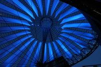 Blaues Licht macht glücklich  by Hendrik Molch