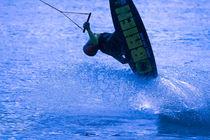 Wake boarding jump colored von Marc Heiligenstein