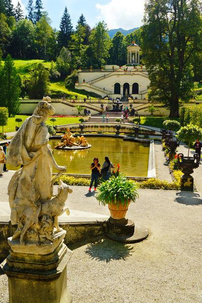 Schlosslinderhofbrunnenparkbayern