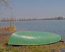 Ein Boot am Ufer by Michael Naegele