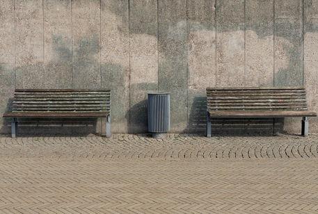 Sitzbankandermauer