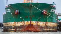 Rostige Schiffsfront by photobiahamburg