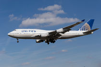 United Airlines Boeing 747 by David Pyatt
