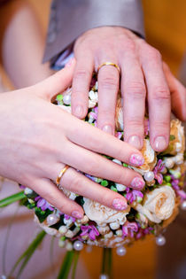 10442135-the-palms-of-the-bride-and-groom-wedding-rings-the-bride-s-bouquet