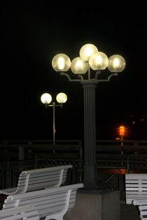 Abendbeleuchtung an der Seebrücke in Kühlungsborn, Ostsee Nr. 2 von Edeltraut K.  Schlichting