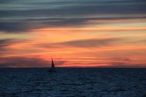Farbenspiel am Himmel ... Segelschiff ... Sonnenuntergang von Edeltraut K.  Schlichting