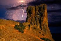 Lightning over the cliffs von Yuri Hope