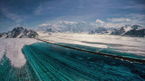 Melt water lake on Logan Glacier von Fredrick Denner