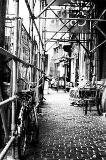 Abandoned Bicycle von tastefuldesigns