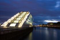Dunkle Wolken am Dockland von Borg Enders