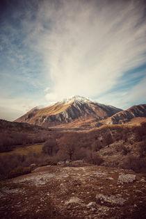 Mountains in the background  XVII von Salvatore Russolillo