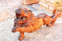 Ein Löwe als Holzskulptur von Gina Koch