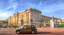 London Taxi And Buckingham Palace  von David Pyatt