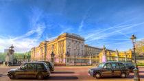 Buckingham Palace And London Taxis von David Pyatt
