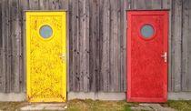 gelbe Tür rein - rote Tür raus ;) von Martina Lender-Frase