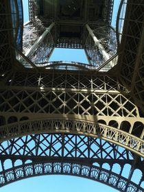 Blick nach oben.... zum Eiffelturm von Rena Rady
