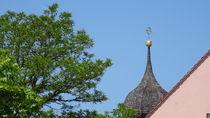 Blauer Himmel über den Dächern von Altötting  von Art of Irene S.