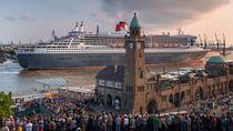 Queen Mary 2 Dockung von photobiahamburg