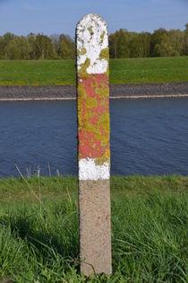 Pfahl am Ufer von Corinna Ruland