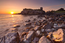 Sunrise at Kinbane Castle in Northern Ireland von Sara Winter