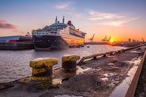 Königlicher Sonnenuntergang - Queen Mary 2 von photobiahamburg