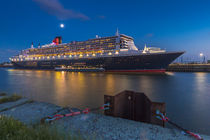 Queen Mary 2 - Blaue Stunde Version#01 by photobiahamburg