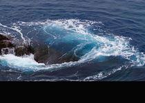 Wasserstrudel, Meer, Küste, Wellen, brechen, Sog, Gischt, Salz, Salzwasser, Natur, Gewalt, Naturgewalt,  von Regina Müller