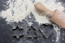 Kekse backen zur Weihnachtszeit von ollipic