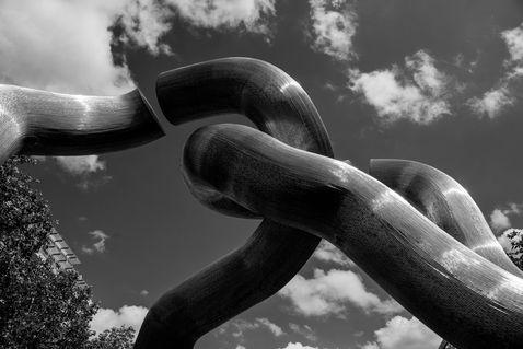 Berlin-broken-chain