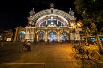 Frankfurt Hauptbahnhof bei nacht  von Rob Hawkins