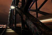 Osthafenbrücke in Frankfurt am Main von patricturephotographie