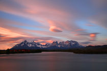Abendstimmung am Torres del Paine  by Gerhard Albicker