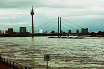 Stadt am Fluss - Düsseldorf by Hartmut Binder
