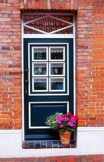 Eingang mit Blumendeko von Peter Hebgen