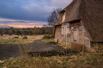 Schafstall in der Lüneburger Heide I - Fotografie von elbvue von elbvue