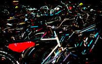 Fahrräder am Hauptbahnhof. Assemblage von Hartmut Binder