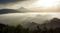 Teneriffa - Hauptstadt und Vulkan by Hartmut Binder