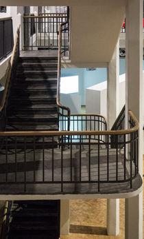 Kunst im Folgemodus - Treppenhaus im Museum -  von Hartmut Binder