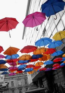 It's raining... umbrellas. von Philip Shone