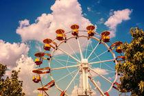 Ferris Wheel In Fun Park On Blue Sky von Radu Bercan