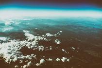 Earth Horizon Photo From 35.000 Feet Altitude von Radu Bercan