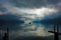Fischerboot im Morgenlicht by Hartmut Binder