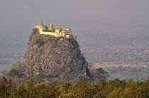 Zauberberg Mount Popa 2 von Bruno Schmidiger