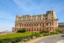 Luxury Hotel du Palais beach front in Biarritz. Aquitaine, French Basque Country, France von Perry  van Munster