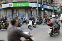 Shanghai motorbike traffic von Thomas Hammer