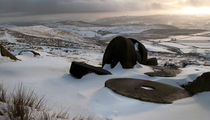 Abandoned Mill stones at Stanage Edge von chris-drabble