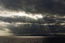 Wolken und Lichtstimmung über dem Mittelmeer vor der Küste von Spanien by ralf werner froelich