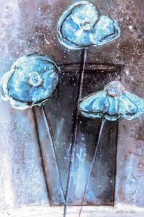 'Blauer Mohn in Vase - abstrakt' von Chris Berger