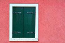 grüner Fensterladen  von Peter Bergmann