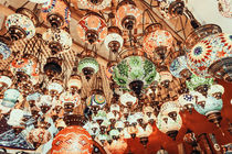 Beautiful Colored Arabian Lamps In Oriental Grand Bazaar Of Istanbul von Radu Bercan